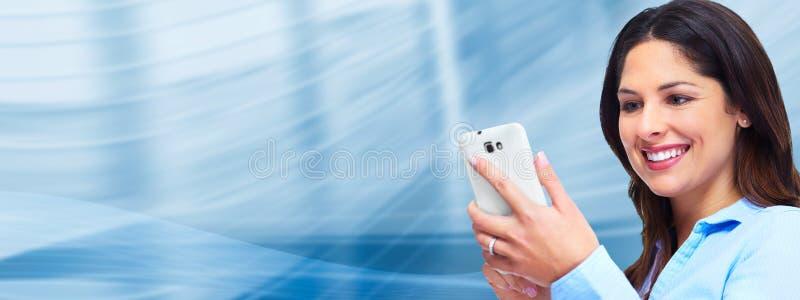 Επιχειρησιακή γυναίκα με ένα smartphone. στοκ φωτογραφίες