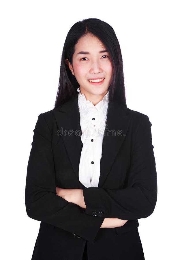Επιχειρησιακή γυναίκα με τα όπλα που διασχίζονται που απομονώνεται στο άσπρο υπόβαθρο στοκ εικόνες