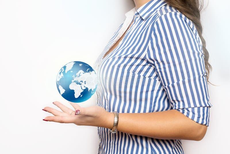 Επιχειρησιακή γυναίκα με το εικονόγραμμα σπιτιών στοκ εικόνες με δικαίωμα ελεύθερης χρήσης