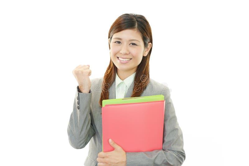 Επιχειρησιακή γυναίκα που απολαμβάνει την επιτυχία στοκ εικόνα με δικαίωμα ελεύθερης χρήσης