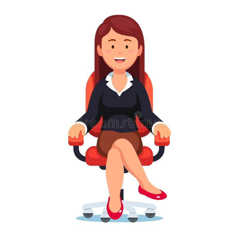 Επιχειρησιακή γυναίκα που κάθεται με βεβαιότητα στην καρέκλα γραφείων ελεύθερη απεικόνιση δικαιώματος