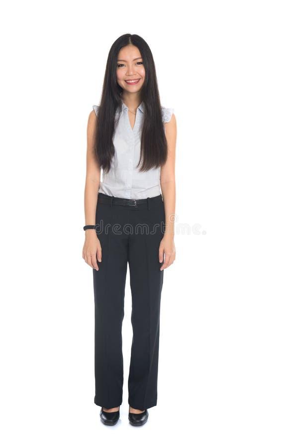 Επιχειρησιακή γυναίκα που στέκεται στο πλήρες μήκος στοκ φωτογραφία με δικαίωμα ελεύθερης χρήσης