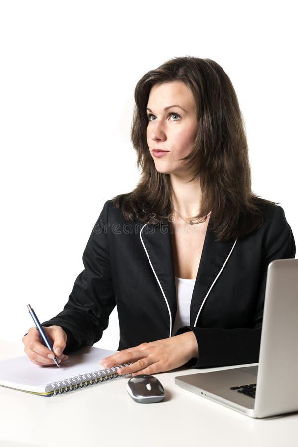 Επιχειρησιακή γυναίκα στην αρχή στοκ εικόνες