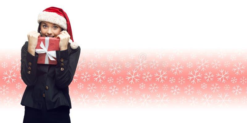 Επιχειρησιακή γυναίκα στο δώρο εκμετάλλευσης καπέλων santa στοκ εικόνα με δικαίωμα ελεύθερης χρήσης