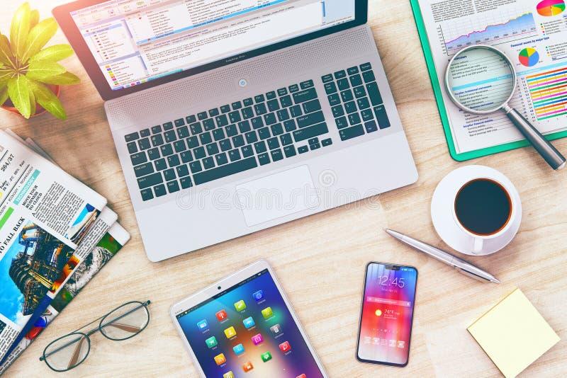 Επιχειρησιακή εργασία: lap-top, ταμπλέτα και smartphone στον πίνακα γραφείων διανυσματική απεικόνιση
