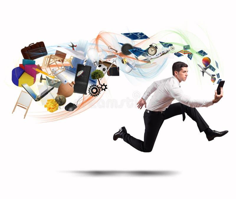Επιχειρησιακή δημιουργικότητα με τον τρέχοντας επιχειρηματία στοκ φωτογραφίες με δικαίωμα ελεύθερης χρήσης