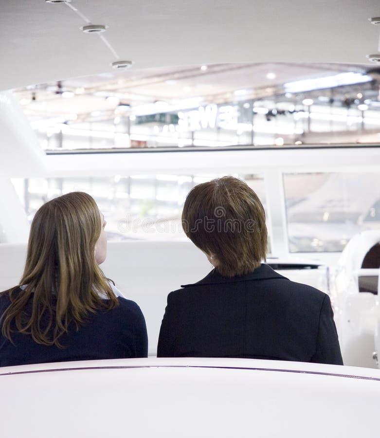επιχειρησιακή συνομιλία Στοκ φωτογραφία με δικαίωμα ελεύθερης χρήσης
