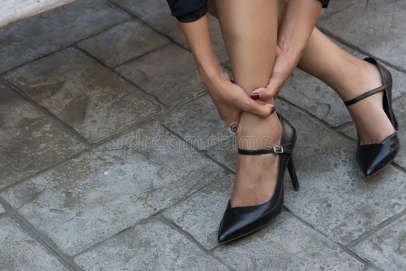 Επιχειρησιακός βλαμμένος γυναίκα αστράγαλος στοκ εικόνες με δικαίωμα ελεύθερης χρήσης
