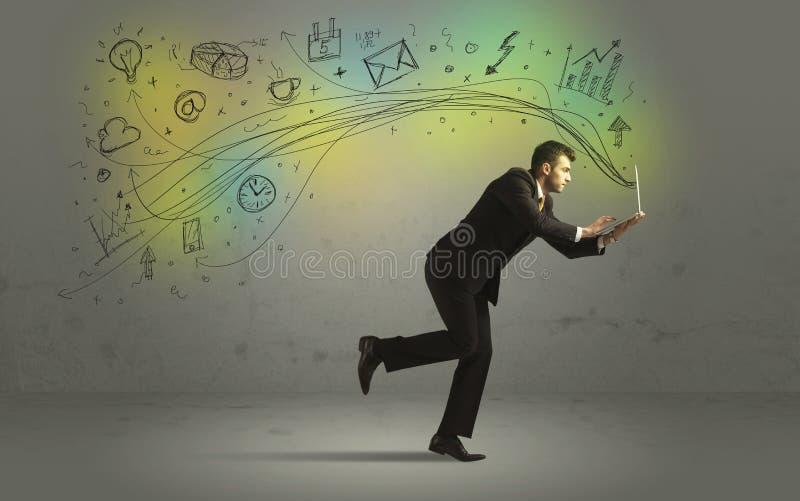 Επιχειρησιακό άτομο σε μια βιασύνη με τα εικονίδια μέσων doodle στοκ εικόνες