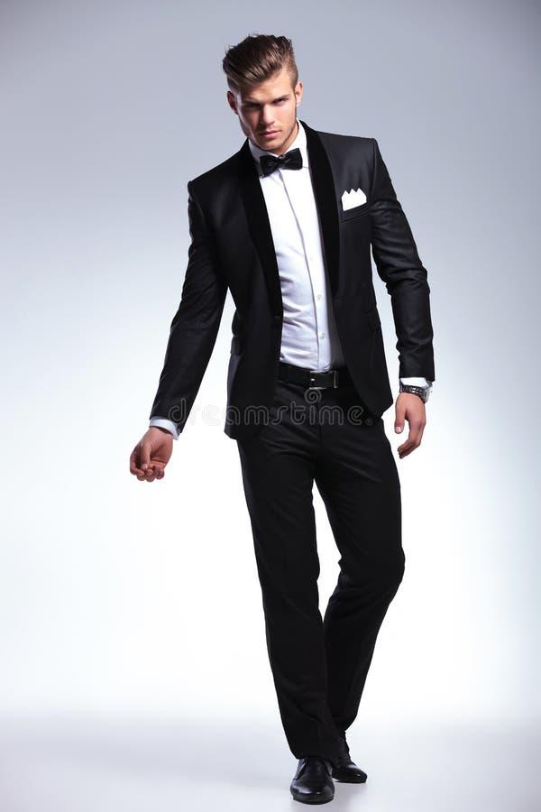 Επιχειρησιακό άτομο στο σμόκιν μόδας στοκ φωτογραφία με δικαίωμα ελεύθερης χρήσης