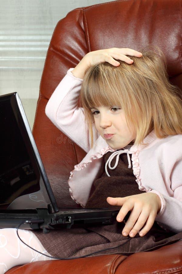 επιχειρησιακό κορίτσι λίγο σημειωματάριο στοκ φωτογραφίες με δικαίωμα ελεύθερης χρήσης