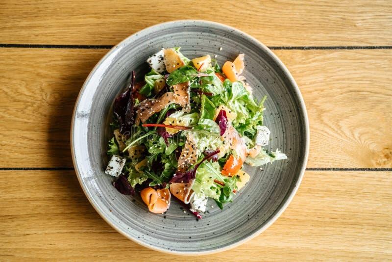 Επιχειρησιακό μεσημεριανό γεύμα στον πίνακα κανένας άνθρωπος μια τοπ άποψη πιάτων στοκ εικόνες