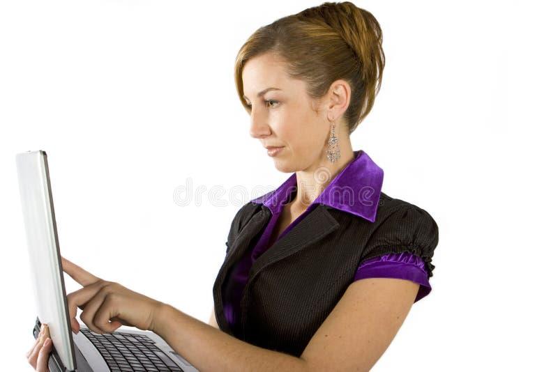 επιχειρησιακό lap-top που χρησιμοποιεί τη γυναίκα στοκ φωτογραφία με δικαίωμα ελεύθερης χρήσης