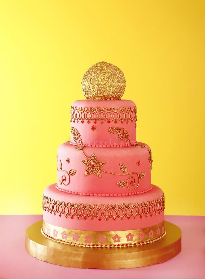 Επιχρυσωμένο γαμήλιο κέικ στοκ φωτογραφία