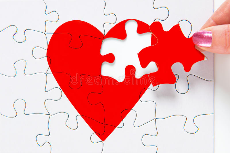 Επιδιόρθωση μιας σπασμένης καρδιάς στοκ φωτογραφία με δικαίωμα ελεύθερης χρήσης