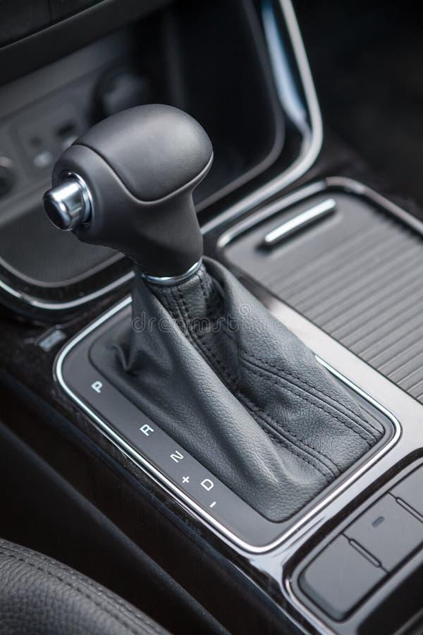 Επιλογέας του αυτόματου εργαλείου μετάδοσης του αυτοκινήτου στοκ εικόνα με δικαίωμα ελεύθερης χρήσης