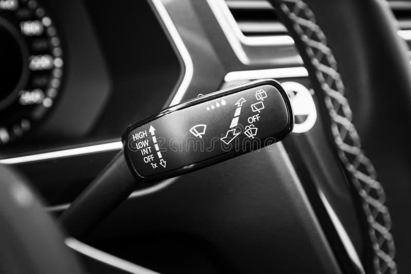 Επιλογέας τρόπου ψηκτρών, σύγχρονο εσωτερικό αυτοκινήτων στοκ φωτογραφίες με δικαίωμα ελεύθερης χρήσης