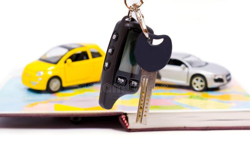 Επιλογή της αγοράς ενός νέου αυτοκινήτου στοκ φωτογραφία με δικαίωμα ελεύθερης χρήσης