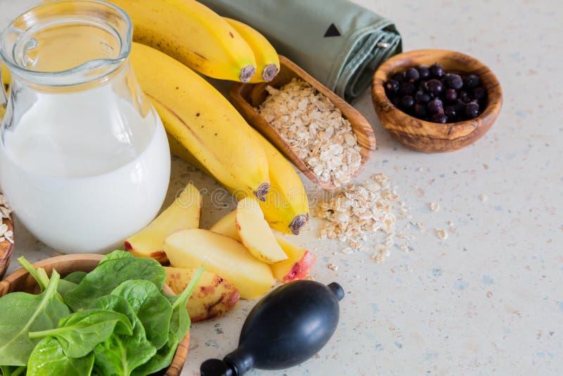 Επιλογή των τροφίμων που είναι καλή υπέρταση fot στοκ φωτογραφία με δικαίωμα ελεύθερης χρήσης