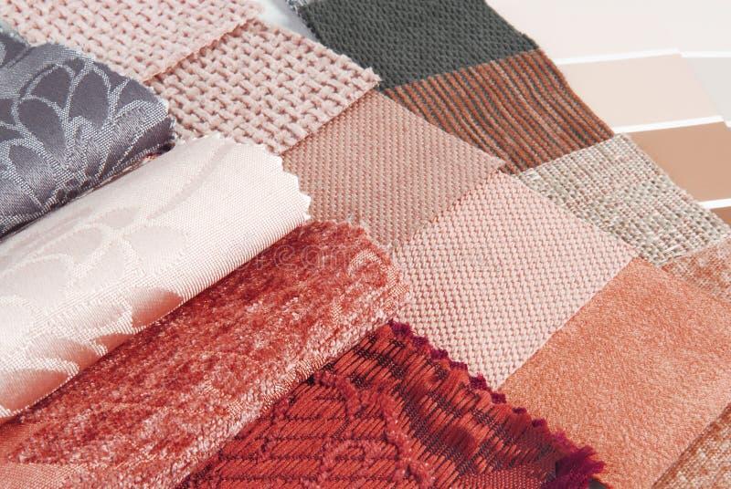 Επιλογή χρώματος ταπήτων και κουρτινών ταπετσαριών στοκ εικόνα με δικαίωμα ελεύθερης χρήσης