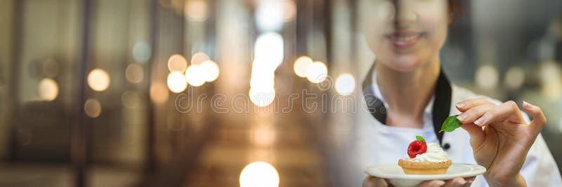 Επιδόρπιο εκμετάλλευσης αρχιμαγείρων ξινό με την κομψή μουτζουρωμένη μετάβαση φω'των στοκ φωτογραφίες με δικαίωμα ελεύθερης χρήσης