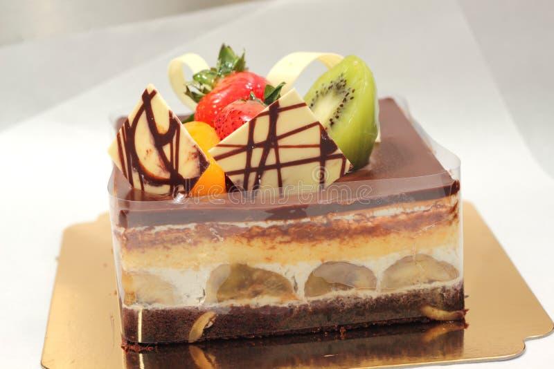 Επιδόρπιο κέικ μπανανών με τη σκοτεινή σοκολάτα στοκ φωτογραφία με δικαίωμα ελεύθερης χρήσης