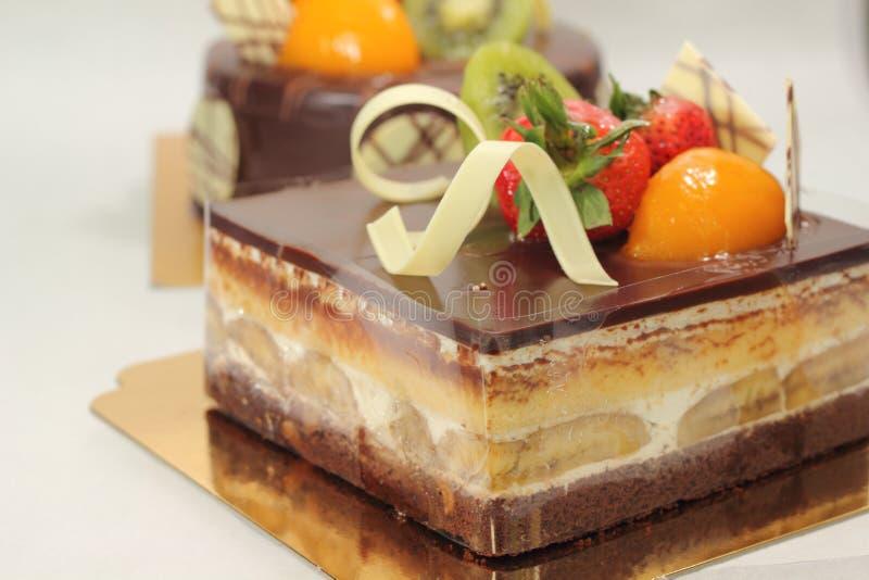 Επιδόρπιο κέικ μπανανών με τη σκοτεινή σοκολάτα στοκ εικόνα με δικαίωμα ελεύθερης χρήσης