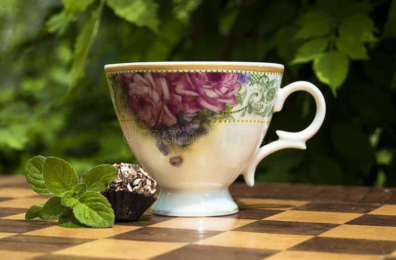 Επιδόρπιο και τσάι με τη μέντα στοκ εικόνες με δικαίωμα ελεύθερης χρήσης