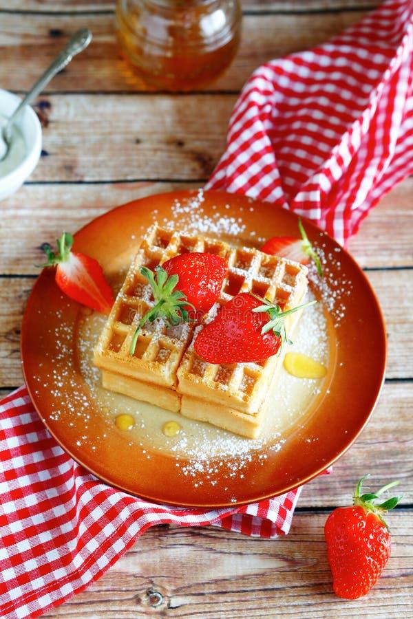 Επιδόρπιο με τις φράουλες στοκ φωτογραφία