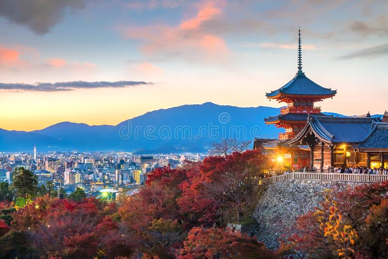 Εποχή φθινοπώρου ναών kiyomizu-Dera στο Κιότο, Ιαπωνία στοκ εικόνα με δικαίωμα ελεύθερης χρήσης