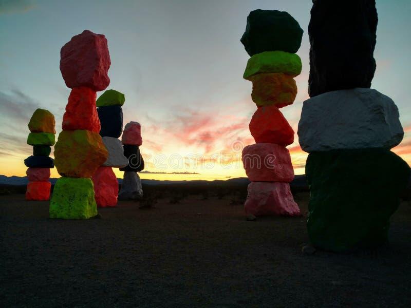 Επτά μαγικά βουνά, μερική άποψη, στο ηλιοβασίλεμα κοντά στο Λας Βέγκας, Νεβάδα στοκ φωτογραφία