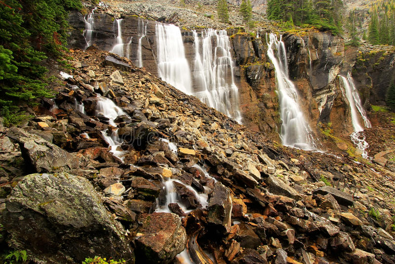 Επτά πτώσεις πέπλων, λίμνη O'Hara, εθνικό πάρκο Yoho, Καναδάς στοκ εικόνα