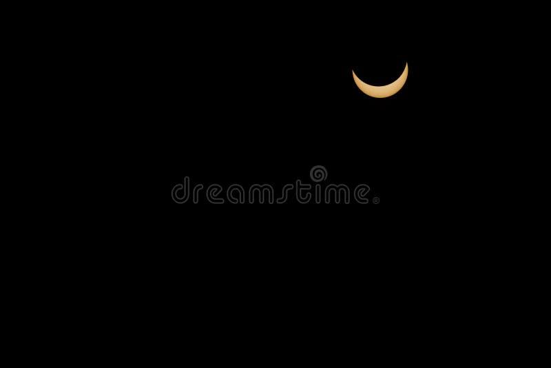 Επτά eights της συνολικής ηλιακής έκλειψης αποκαλύπτουν την αγκίδα του ήλιου στοκ φωτογραφίες με δικαίωμα ελεύθερης χρήσης