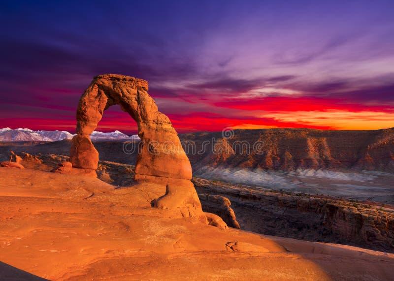 λεπτό ηλιοβασίλεμα αψίδ&ome στοκ εικόνα