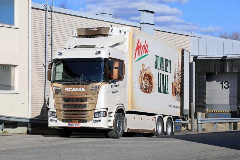 Επόμενη γενιά Scania R500 στη ζώνη φόρτωσης στοκ εικόνες