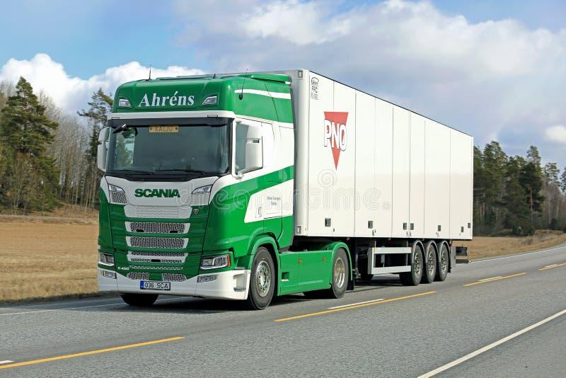 Επόμενη γενιά Scania S450 Ahrens στο δρόμο στοκ εικόνες