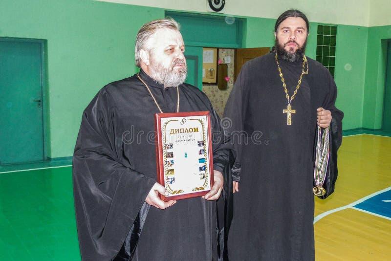 Ερασιτεχνικοί αθλητικοί ανταγωνισμοί στην πετοσφαίριση, τις αθλητικές οργανώσεις και τη ρωσική Ορθόδοξη Εκκλησία στην περιοχή Gom στοκ φωτογραφίες