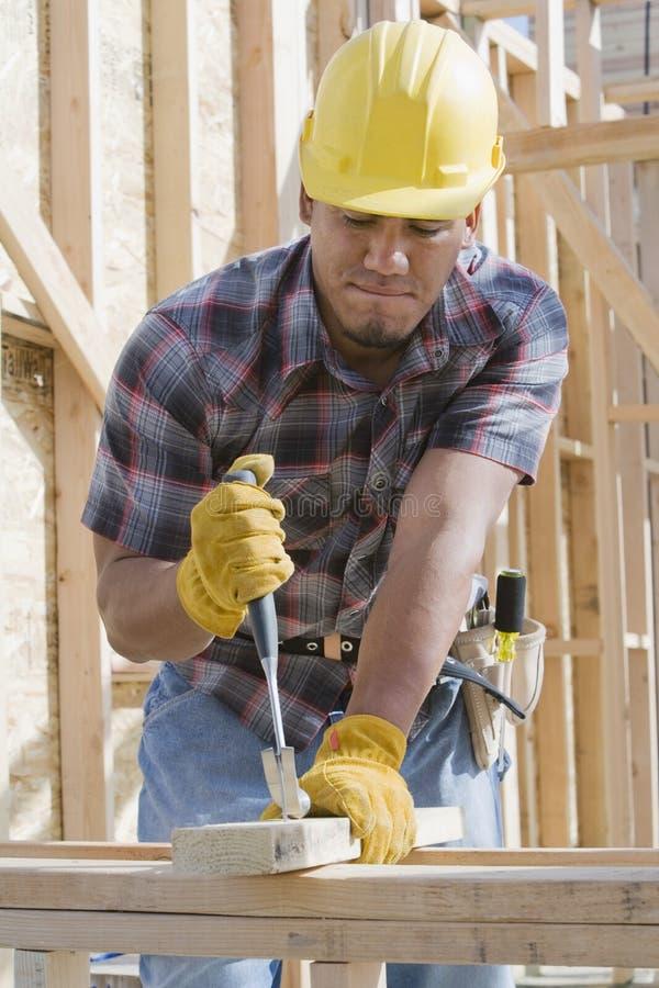Εργάτης οικοδομών στην εργασία στοκ εικόνες
