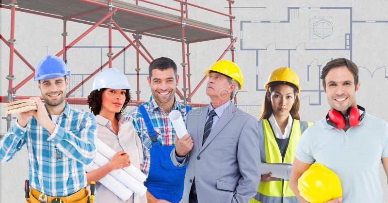 Εργαζόμενοι με τα τρισδιάστατα υλικά σκαλωσιάς ελεύθερη απεικόνιση δικαιώματος