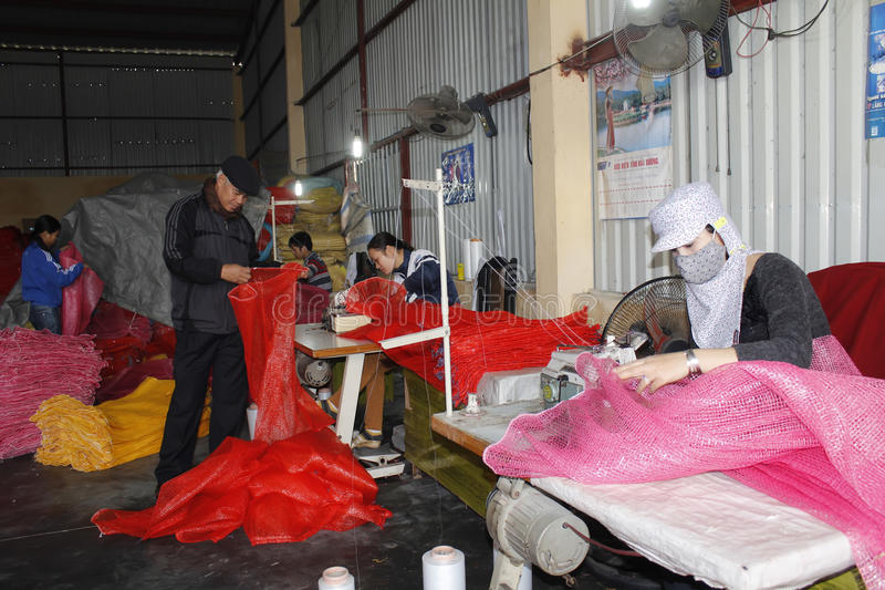 Εργαζόμενοι στο ράβοντας εργοστάσιο στοκ φωτογραφίες με δικαίωμα ελεύθερης χρήσης