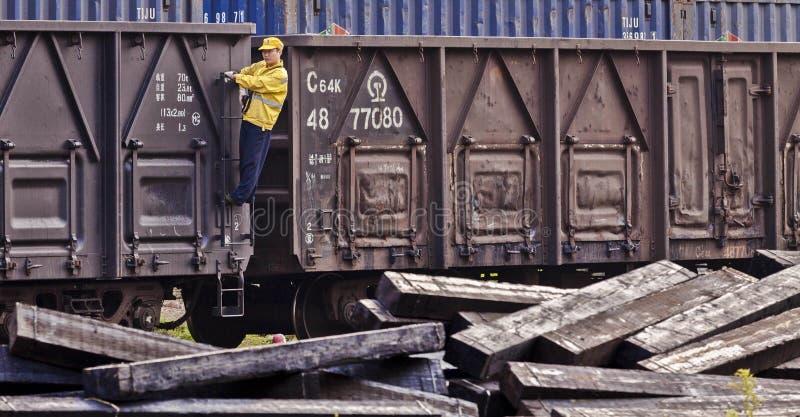 Εργαζόμενοι στο τραίνο στοκ εικόνα