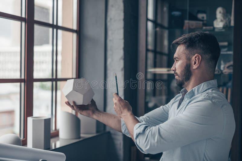 Εργαζόμενο ώριμο άτομο στοκ φωτογραφίες