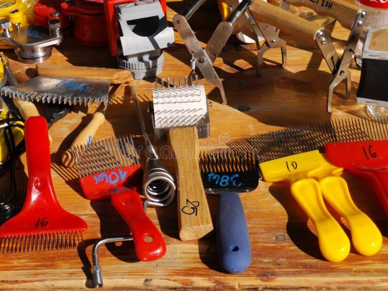Εργαλεία για τα beekeepers - που εκπωματίζουν στοκ εικόνα