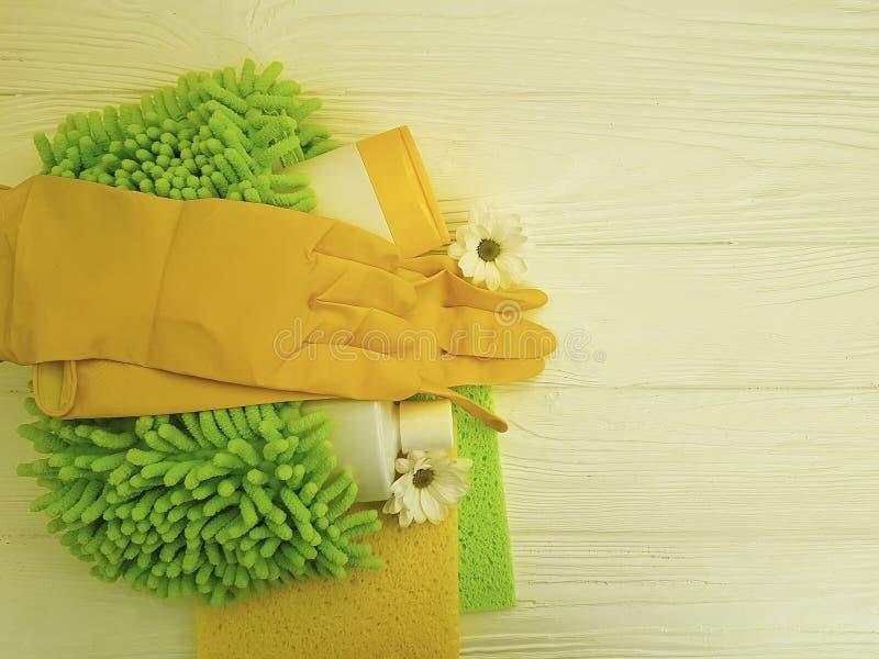 Εργαλεία για την άσπρη ξύλινη εργασία λουλουδιών προστατευτικού εξοπλισμού συλλογής οικοκυρικής στοκ εικόνες