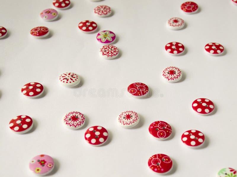 εργαλεία για το ράψιμο και τη ραπτική χόμπι πολύχρωμο ράβοντας νήμα κουμπιά στοκ φωτογραφία με δικαίωμα ελεύθερης χρήσης