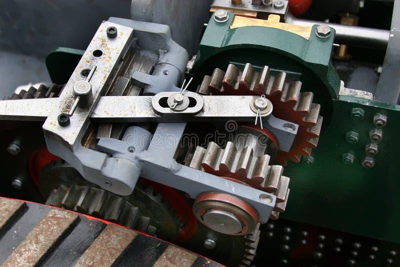 Εργαλεία και βαραίνω στην πρότυπη μηχανή έλξης στοκ φωτογραφία με δικαίωμα ελεύθερης χρήσης