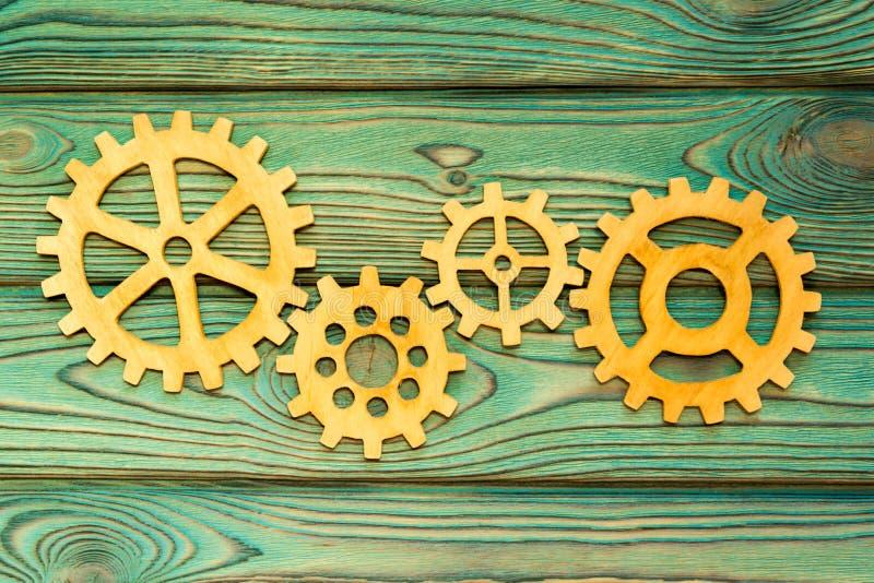 Εργαλεία φιαγμένα από ξύλο σε ένα ξύλινο υπόβαθρο στοκ φωτογραφία με δικαίωμα ελεύθερης χρήσης