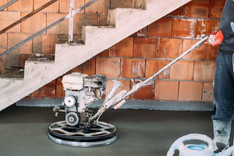 Εργαλείο δύναμης trowel Λεπτομέρειες Οικοδομικής Βιομηχανίας Συγκεκριμένη λήξη πατωμάτων ελικοπτέρων στο εργοτάξιο οικοδομής στοκ εικόνες με δικαίωμα ελεύθερης χρήσης