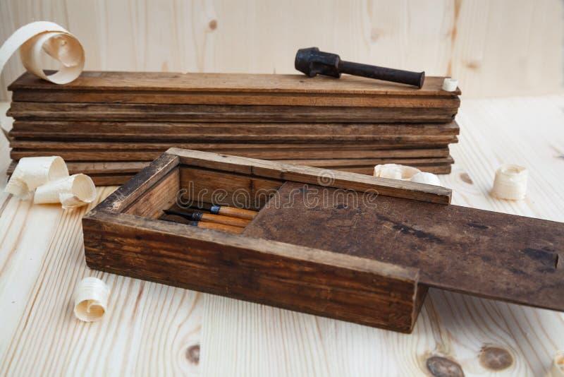 Εργαλειοθήκη με τους ξύλινους κόπτες στοκ φωτογραφία
