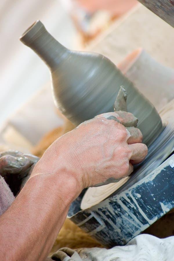εργασία αγγειοπλαστών s χεριών στοκ φωτογραφίες με δικαίωμα ελεύθερης χρήσης